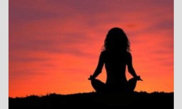 人気スポット逗子海岸でサンセット・ヨガ体験(Yoga Studio UcA)お得な期間パス有。海の家の閉店時間にギリ。 イベント画像2